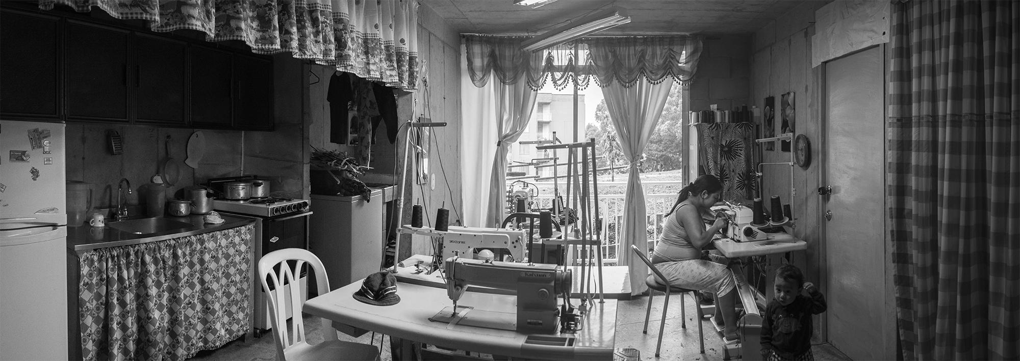 """Foto-ensayo: """"Vivienda productiva"""" por David Cadavid y Federico Ortiz"""