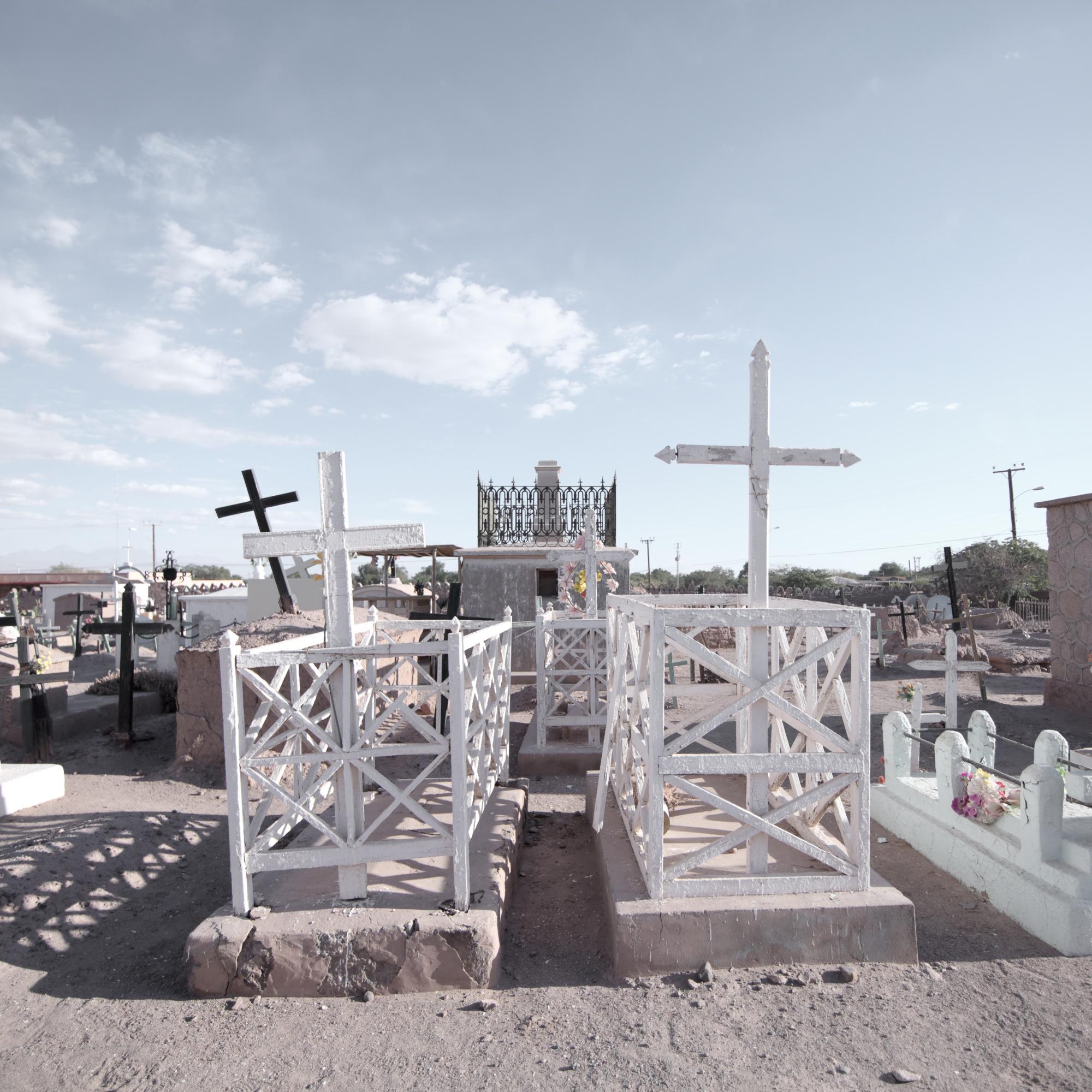 "Foto-ensayo: ""Cementerio vivo"" por Mario Novas"