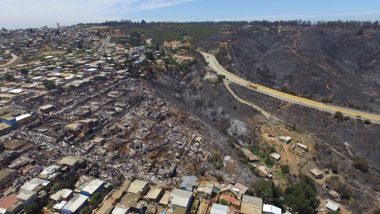 Imagen sector afectado por incendio del 02.01.2017 en comuna de Valparaíso. Fuente: Minvu 2017